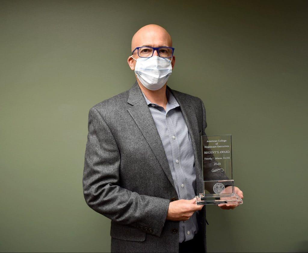 Tim holding award